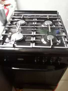 Four plate gas stove