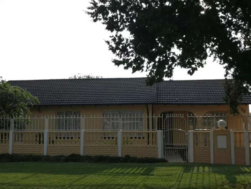 Beautiful Spacious and Neat 4 Bed, 3 Full Bathroom with Swimming Pool
