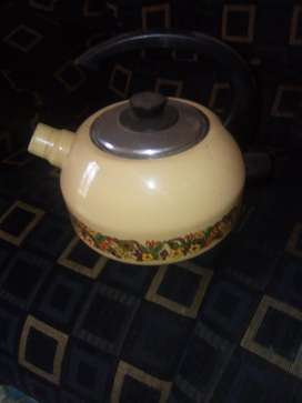 yellow vintage \kettle