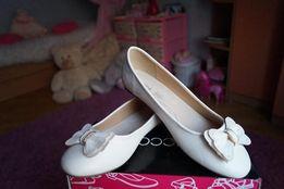 Сказочные туфли для девочки молочные,белые новые 30,31,32,34,35