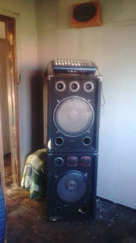 Im selling my 10000watt 8channel mixer amp , 2 titan audio speakers