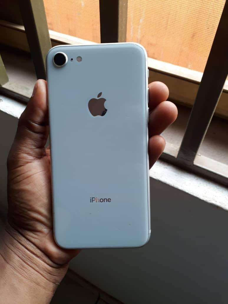 ORIGINAL IPHONE 8 64 GB FACOTORY UNLOCKED 0