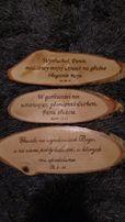 Ręcznie robione tabliczki z wersetami