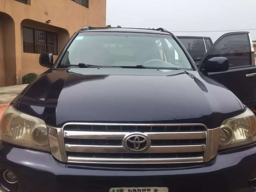 A very clean Toyota Highlander for sale at a cheaper rate. 0