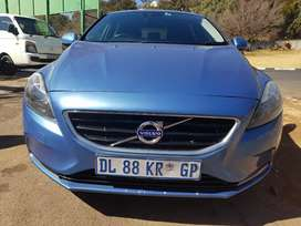 2015 Volvo V40 Dlight with Leather seats
