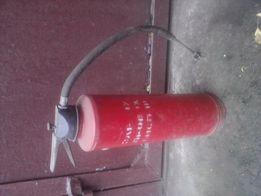 Газовый балон и огнетушители