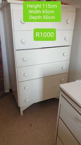 Large solid pine chest of drawers (6 drawers) R1000