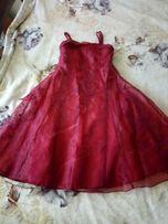 Продам нарядное платье для девочки.