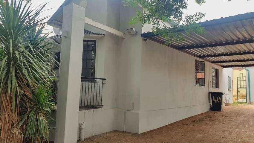 Single and cottages to rent in Westdene 0