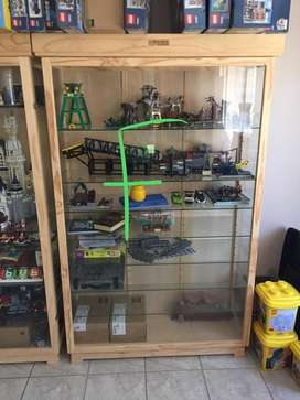 Large display case (dust proof)