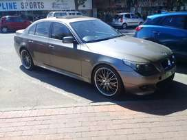 BMW e60 525i Gold in colour leather seats and 20inc rims sunroof