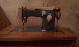 Швейная машинка Чайка 115-1