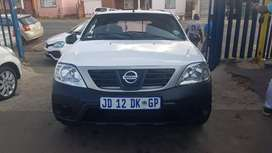 Nissan Np200 1.6i and canopy