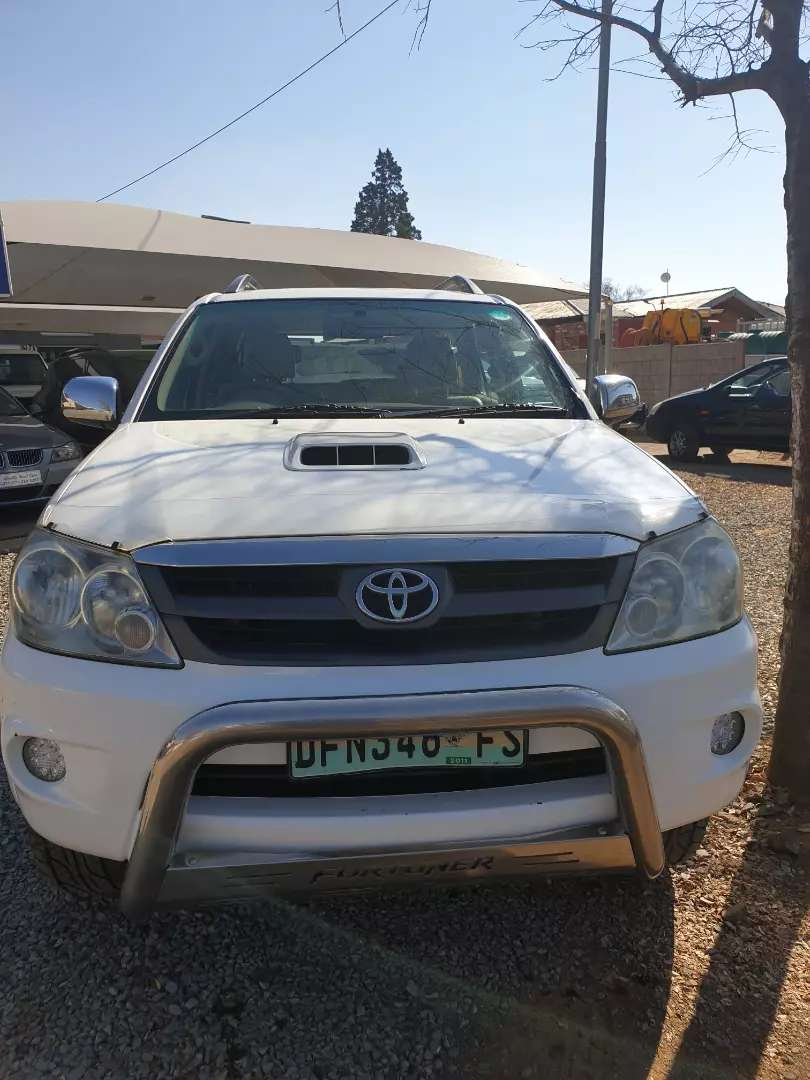 Clean Toyota Fortuner 3.0 D4-D 4X4 0
