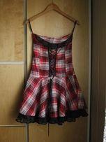 Sukienka w kratkę z gorsetem