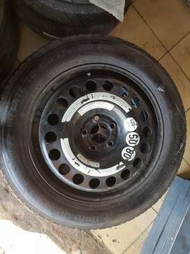 Selling this spear wheel/rim for Mercedes