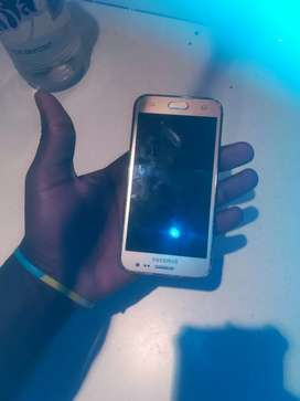 Selling phone Samsung galaxy J2 no crack