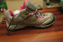 Новые фирменные Женские туристические кроссовки
