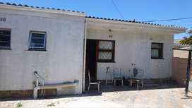 separate entrance in Avondale Parow for rent