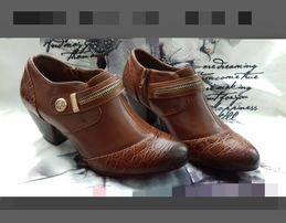 Туфли- ботиночки новые на весну 35р