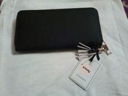 Nowy czarny portfel Sinsay