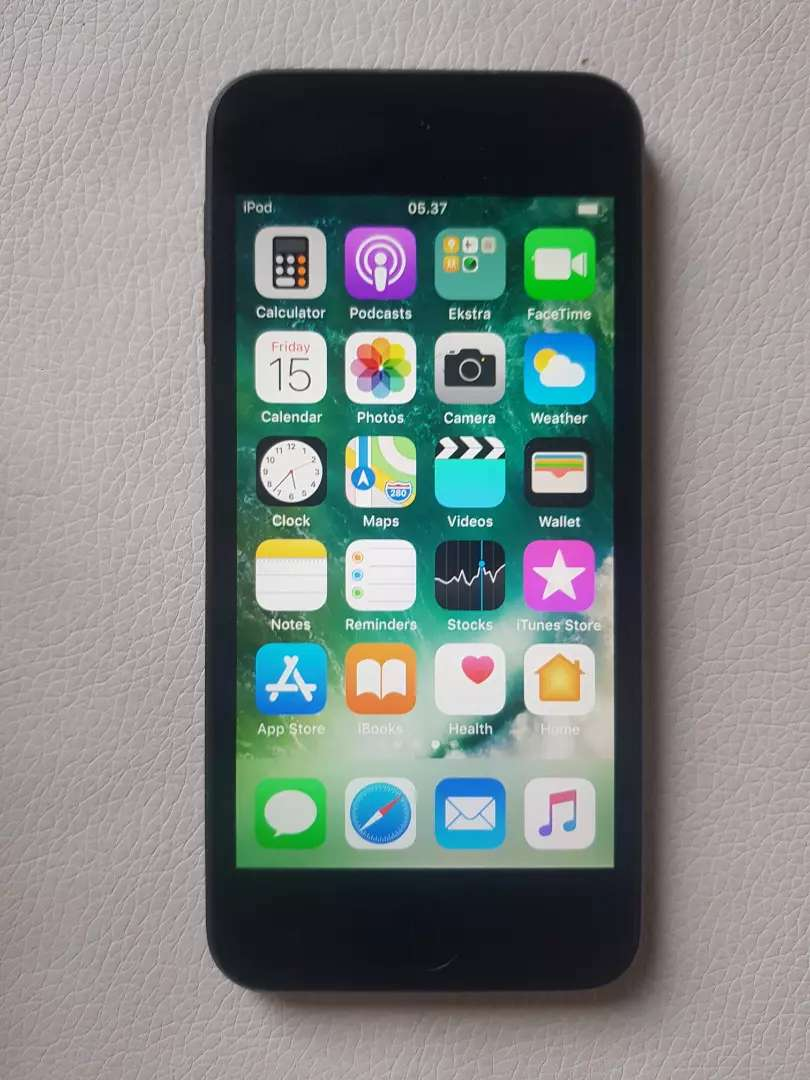 Apple ipod touch.  6th generation 16 gig 0