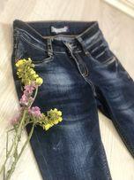Стильные джинсы -слимы