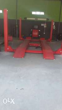 Image of Four post hydraulic lift like new..