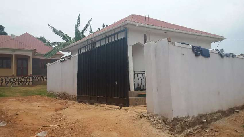 2 bedrooms house for sale in salaama road Kabuma 0