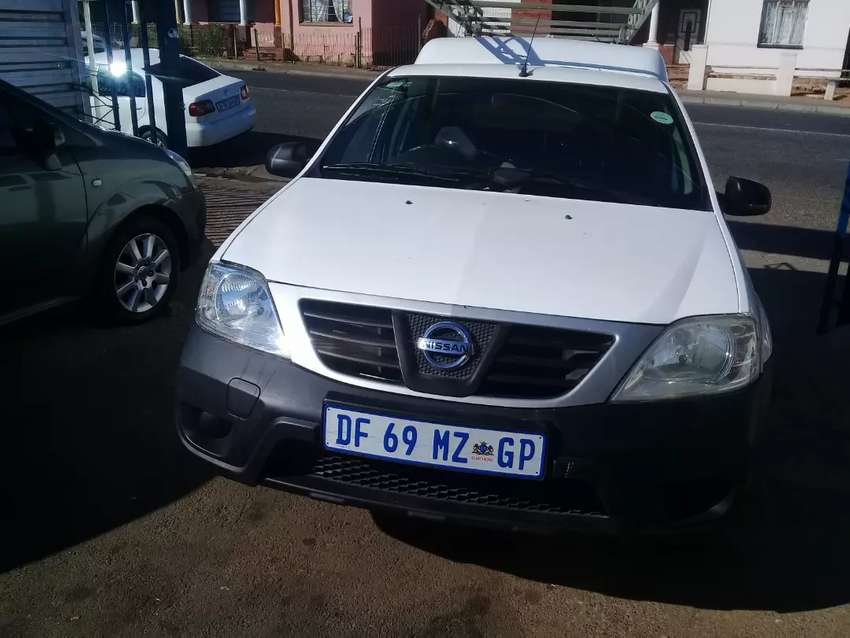 2014 Nissan Bakkie 1.6 NP200 with a Canopy 0