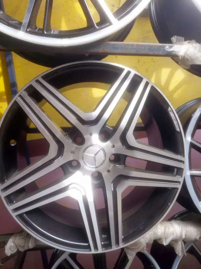 Alloyed rims for Benz 20 inches. 0