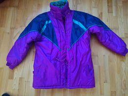 Куртка світло -фіолетового кольору.