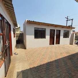 Rooms to Let at ComBiza R700 to R900