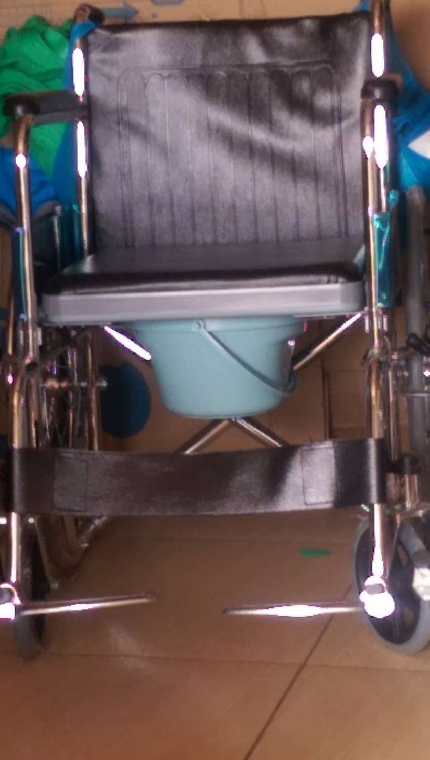 STANDARD WHEELCHAIR WITH COMMODE 0