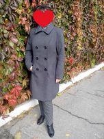 Классическое пальто, серого цвета.