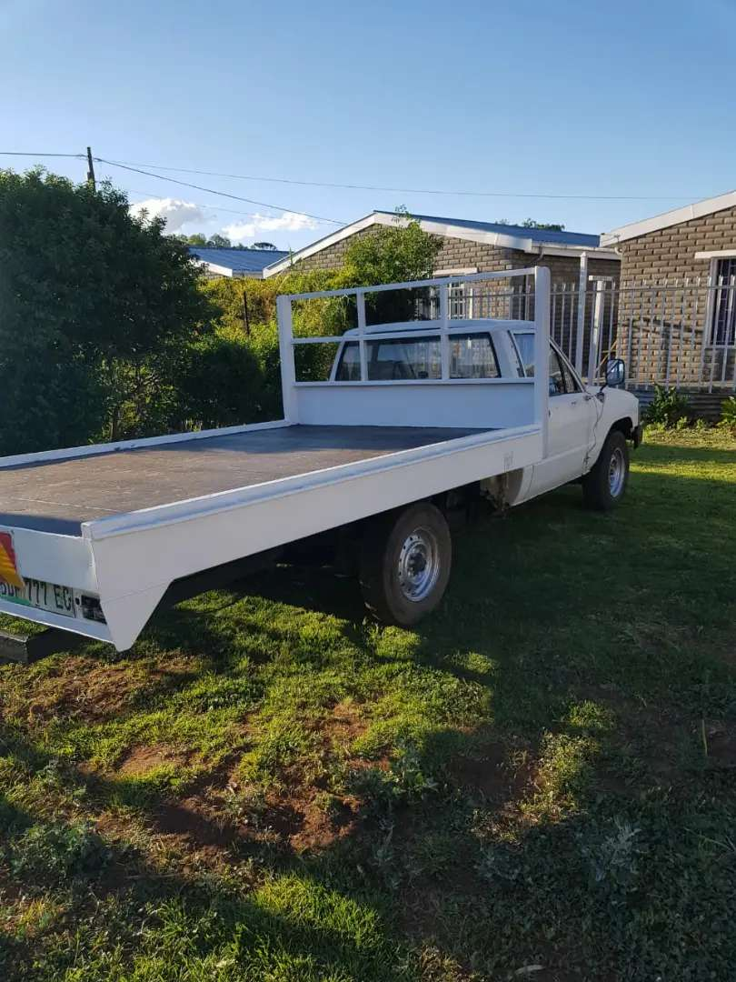 Toyota hilux 2.4 with load bin 0