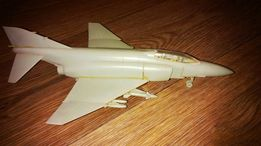 Модель F-4