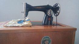 Швейную машину с тумбочкой ПМЗ