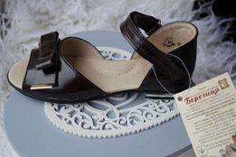 Туфли кожаные для девочки, новые, нарядные 26,27,28,29,30,31