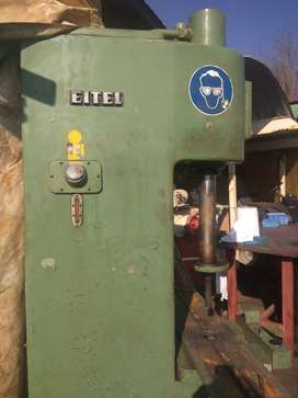 Hydraulic Gearbox press for sale.