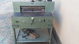 Guillotine cutting machine for sale working perfect