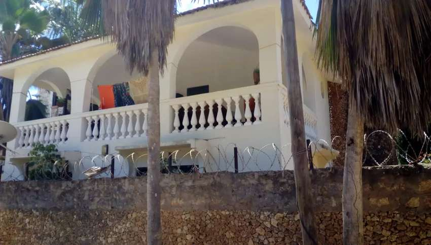 4bedroom house with borehole 0