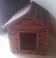 Duża buda dla owczarka, dach pokryty gontem, ocieplona