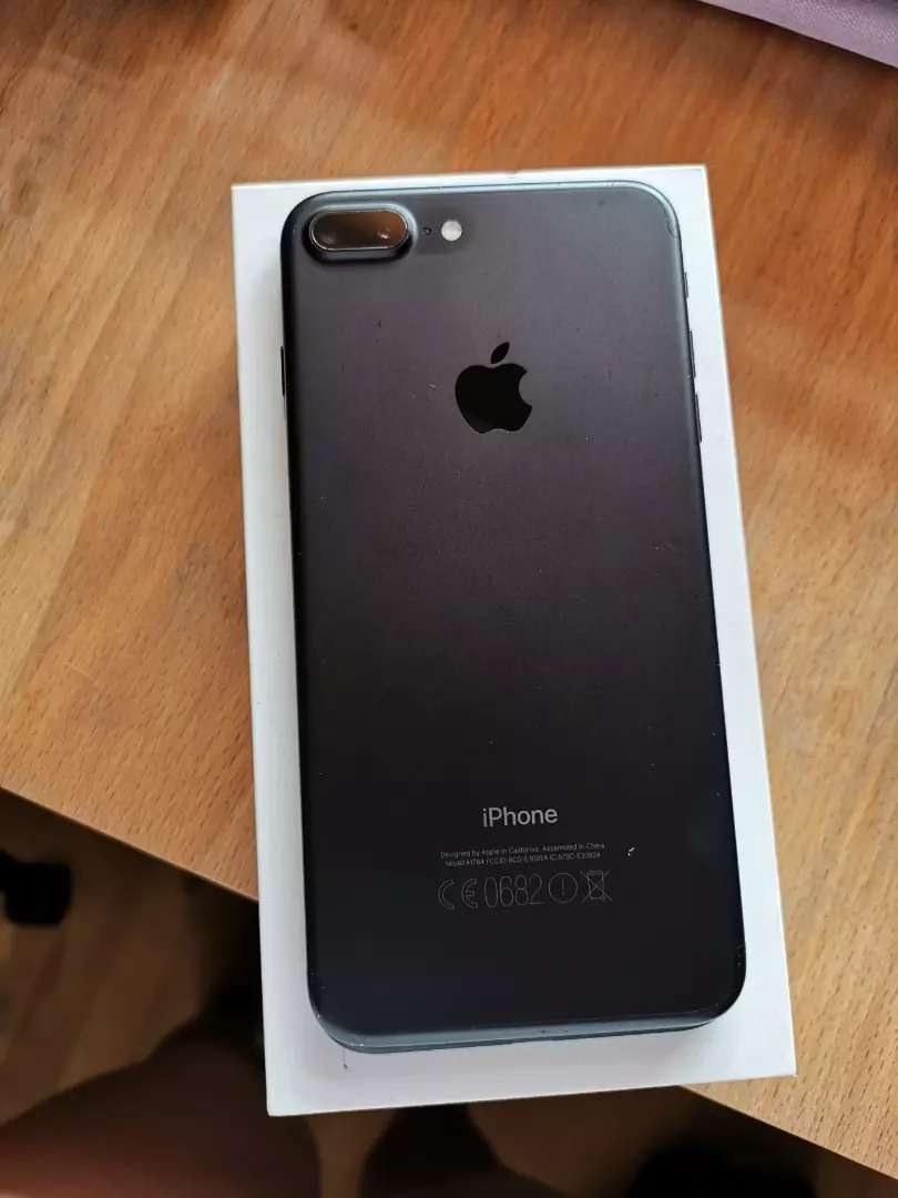 Iphone 7 plus 128gig with box, earphones and charger 0