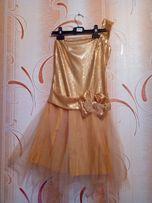 Продам платье со стразами и фатиновой юбкой