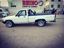 Selling 1998 Toyota hilux, white in colour