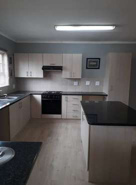 Beautiful 3bdr/2bthr flat close to schools, church and shopping center