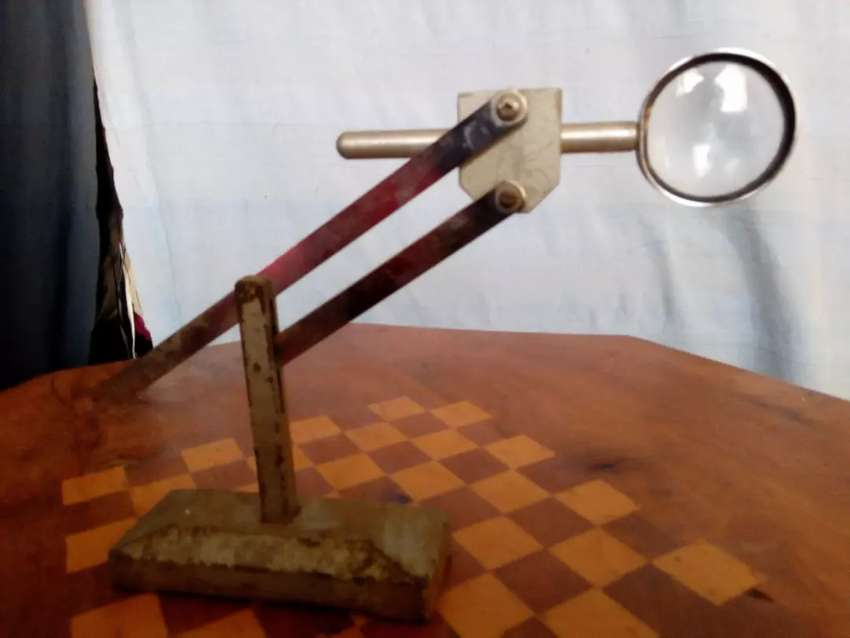 Magnifying glass less with its frame 0