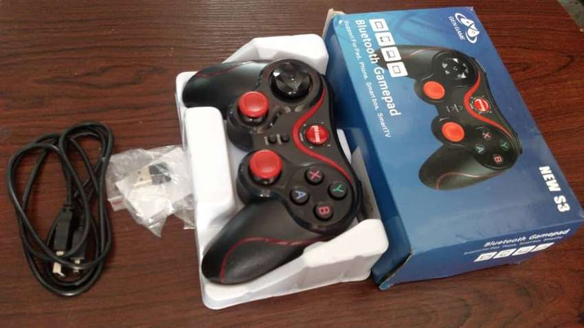 WIRELESS GAME CONTROLLER 0