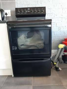 Defy DSS494 four plate stove with oven and warmer drawer
